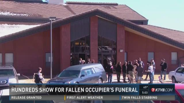 Hundreds turn out for fallen occupier's funeral