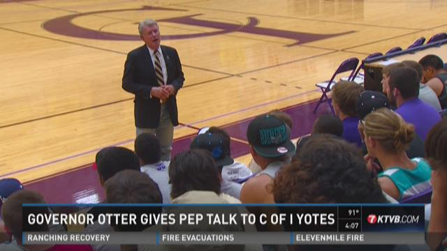 Governor Otter give pep talk to C of I Yotes